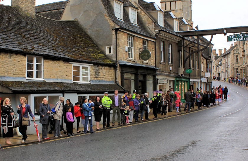 Stamford, Olympic Torch 2012, waiting crowd