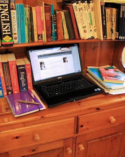 Writers desk - why writers should be bloggers.